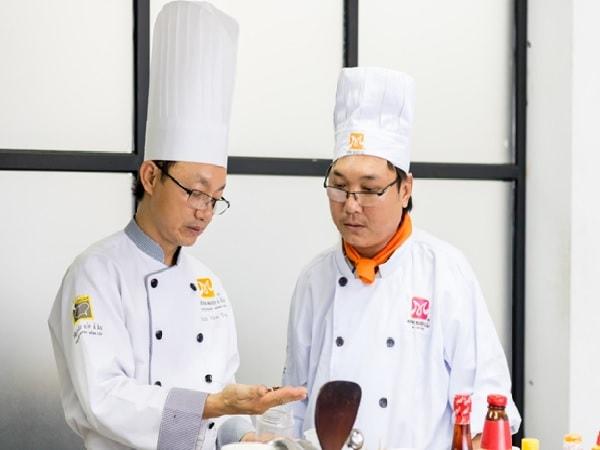 Lớp học nấu mì Quảng phù hợp với mọi đối tượng học viên