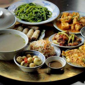 mâm cơm gia đình Việt