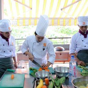 bộ đội xuất ngủ học nghề bếp