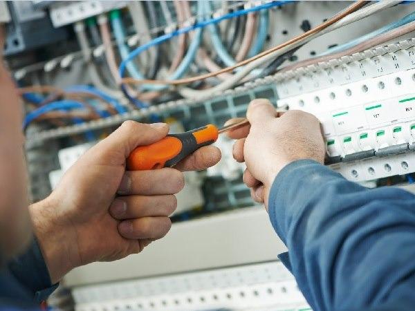 Học nghề sửa điện từ 3 – 6 tháng