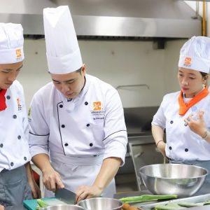 giảng viên hướng dẫn cách nấu món chay ngon