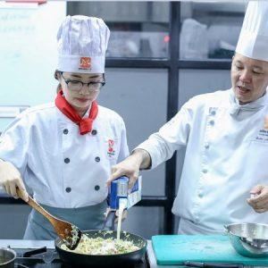 thực hành nấu ăn trong lớp học