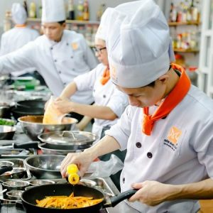 học viên tham gia khóa học nấu ăn ở đồng nai