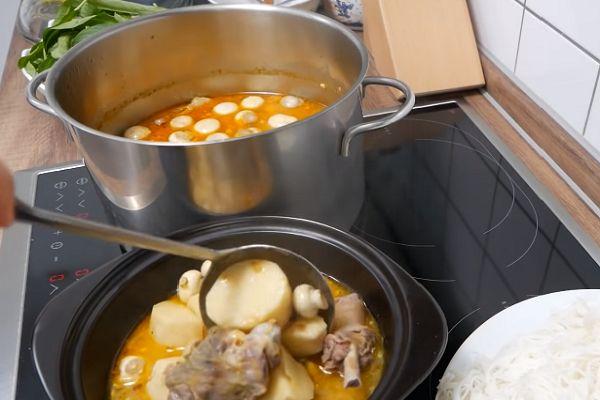 múc vịt nấu chao ra tô
